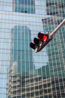 Feu de circulation avec feu rouge