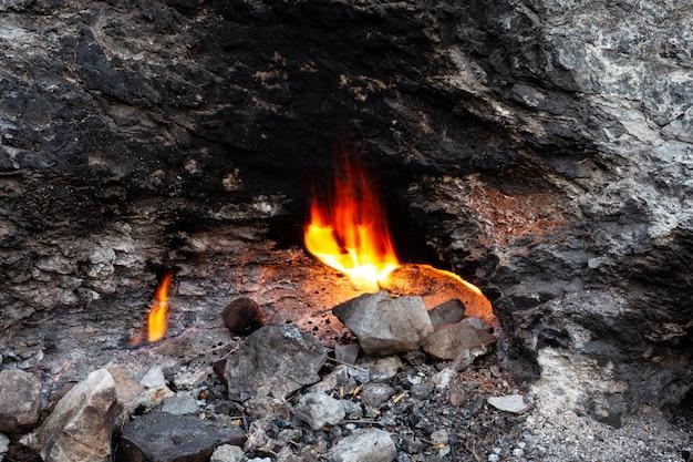 Feu éternel sur la montagne chimera ou yanartash