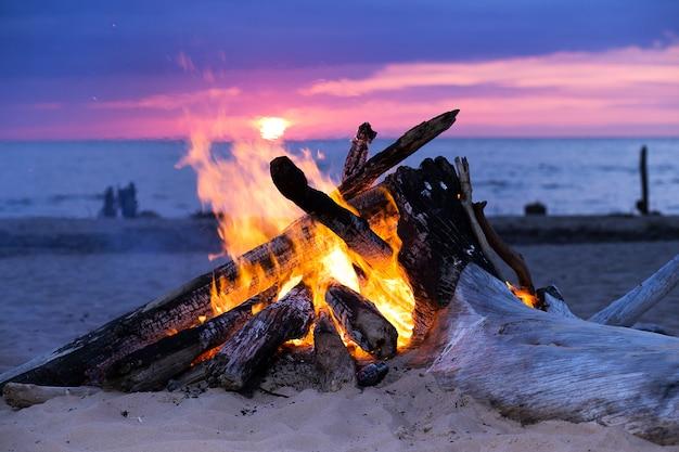 Feu de joie sur la plage