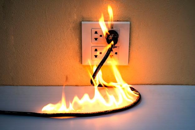 En feu prise de fil électrique prise de courant cloison murale