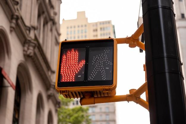 Feu rouge dans la ville