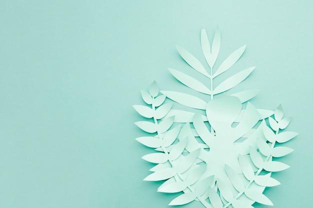 Feuillage artificiel bleu de style de papier avec espace de copie