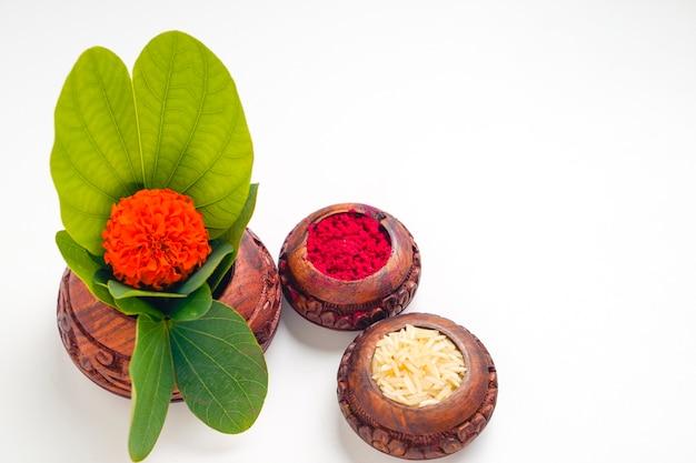 Feuille d'apta verte et riz, festival indien dussehra