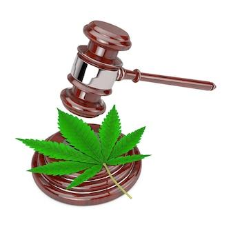 Feuille de cannabis vert avec juge en bois rouge gavel sur fond blanc. rendu 3d