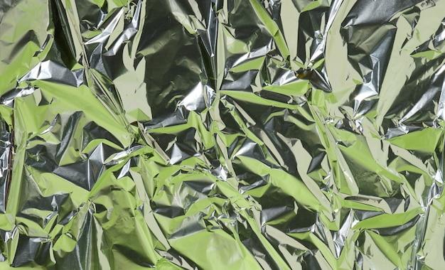 Feuille froissée avec reflet vert, abstrait