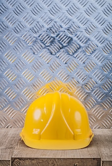 Feuille de métal ondulé en bois jaune