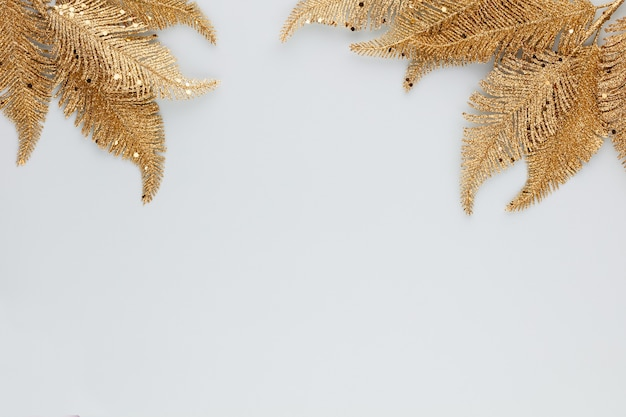 Feuille d'or de palmier isolé