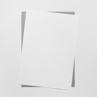 Feuille de papier blanc à plat