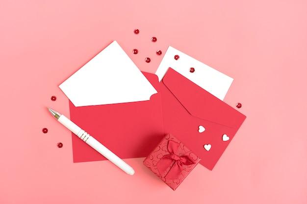 Feuille de papier blanc pour le message