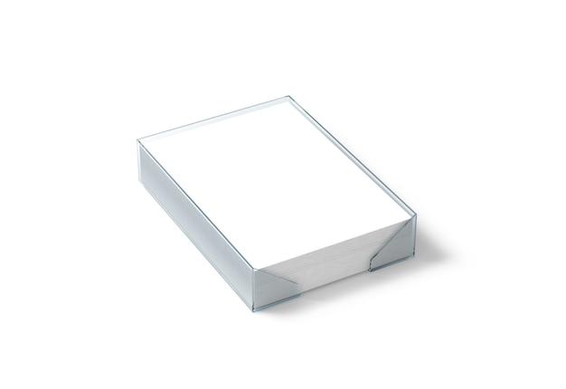 Feuille de papier blanc vierge dans un support en plastique