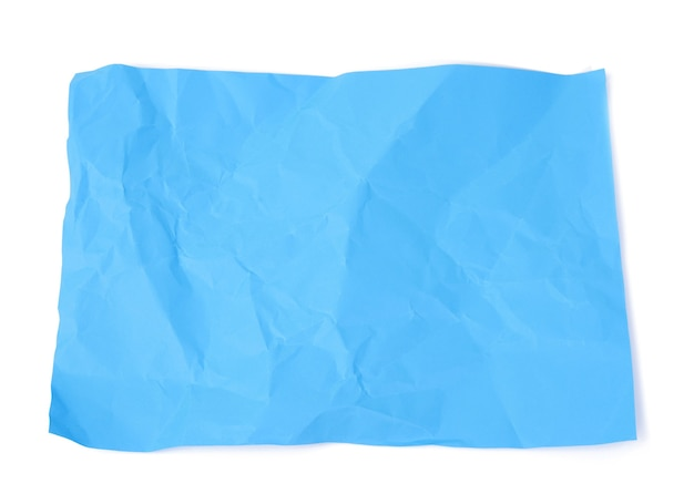 Feuille de papier carton bleu froissé isolé sur fond blanc, vue du dessus