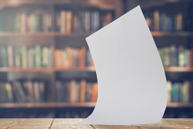 Feuille de papier dans la bibliothèque