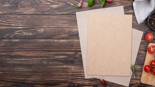 Feuille de papier vierge avec copie-espace