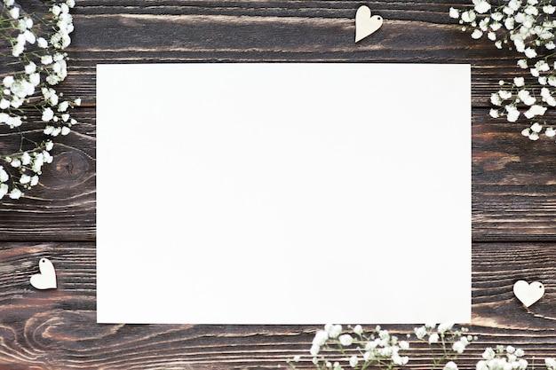 Feuille de papier vierge à plat