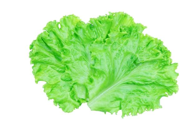Feuille de salade. laitue isolé sur fond blanc avec un tracé de détourage