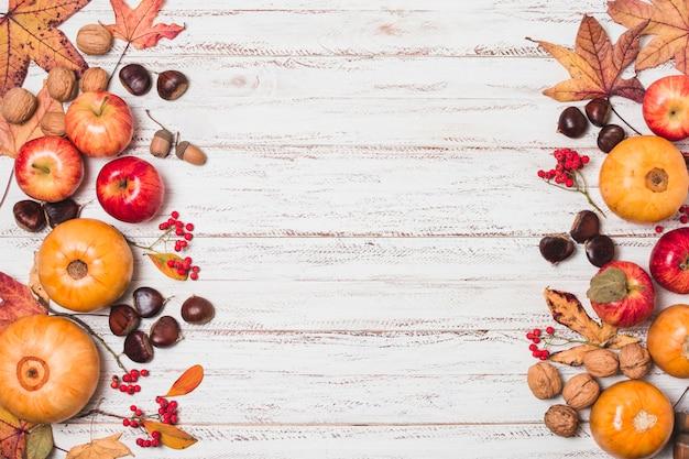 Feuilles d'automne et cadre de récolte