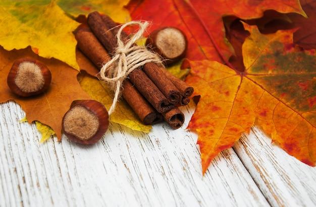Feuilles d'automne à la cannelle et aux noisettes