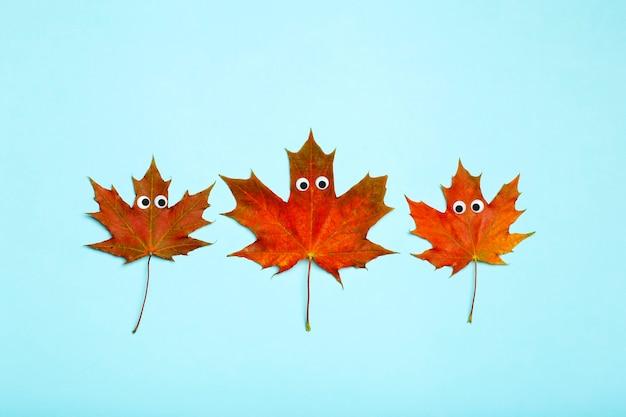Feuilles d'automne concept idée créative érable rouge feuilles d'automne avec des yeux drôles créativité et cra ...