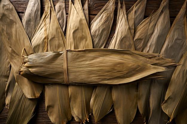 Feuilles de bambou séchées en brun pour la recette de zongzi