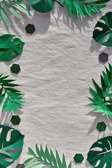 Feuilles exotiques, palmier en papier et feuilles de monstera sur lin textile