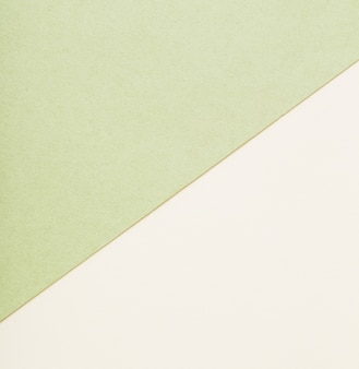 Feuilles de papier beiges et vertes
