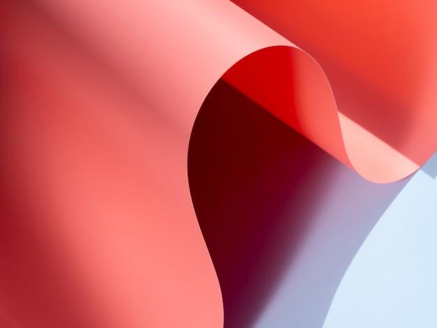 Feuilles de papier courbes roses