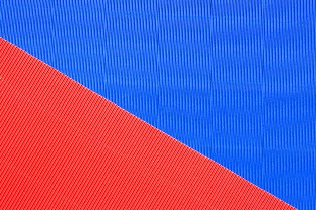 Feuilles de papier gaufré de couleur.