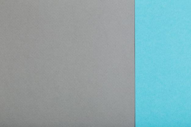 Feuilles de papier gris et bleu