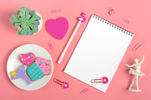 Feuilles de papier pour notes, trombones, stylo - flamant rose, sukulent, autocollants coeur, pain d'épice, ange