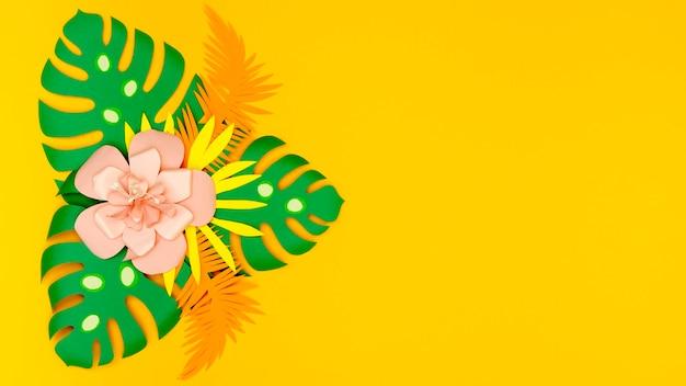 Feuilles de papier vert avec fleur