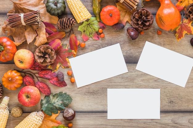 Feuilles près de la composition de légumes et de chicots