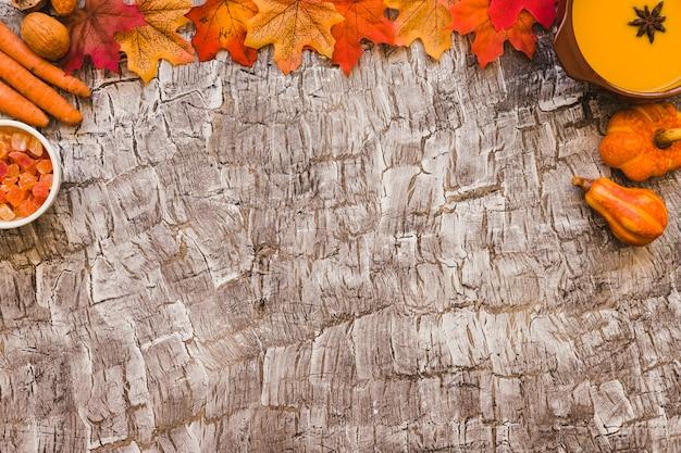 Feuilles près de la nourriture d'automne