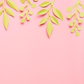 Feuilles de printemps en papier avec espace copie
