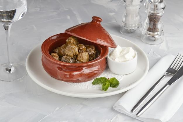 Feuilles de raisin farcies à la viande et au riz