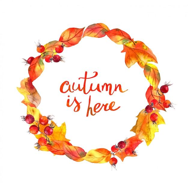 Feuilles rouges et baies. couronne d'automne. cercle aquarelle