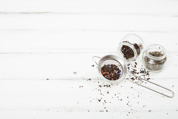 Feuilles de thé en filtre
