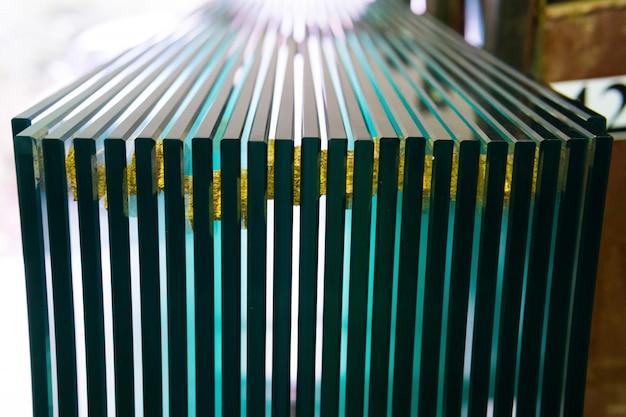 Feuilles de l'usine fabriquant des panneaux de verre flotté clair trempé coupés à la taille