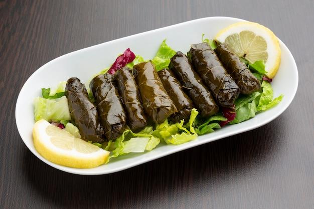 Feuilles de vigne farcies, cuisine libanaise typique