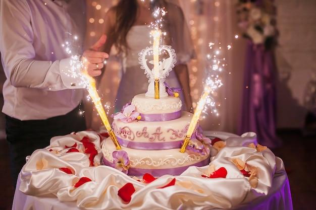 Feux d'artifice de gâteau d'engagement