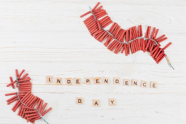 Feux d'artifice et inscription jour de l'indépendance