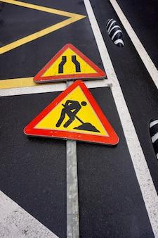 Feux de circulation de zone de travail sur la route