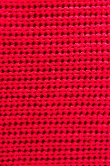 Fibres rouges avec motif tricoté