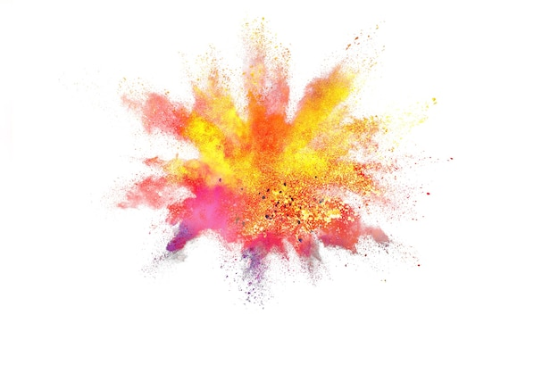 Figer le mouvement de la poudre de couleur qui explose sur fond blanc.