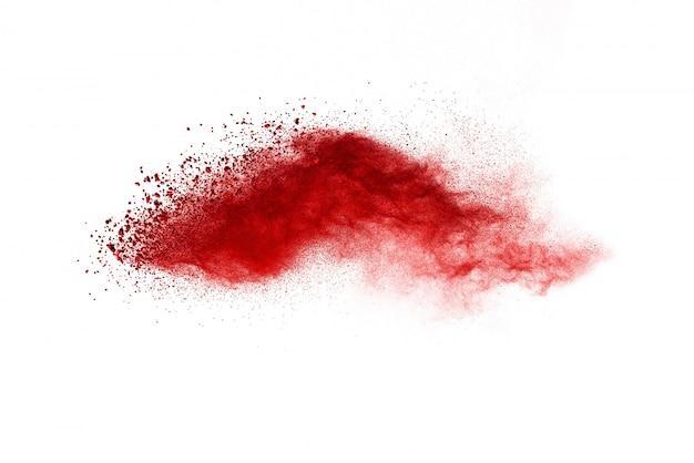 Figer le mouvement de poudre de couleur rouge qui explose sur fond blanc