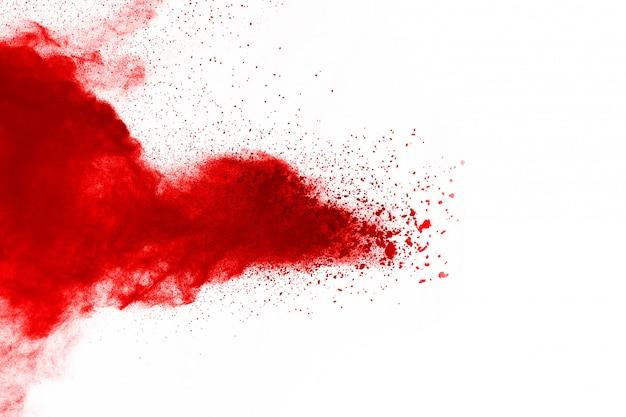 Figer le mouvement de la poudre rouge qui explose, isolé sur fond blanc