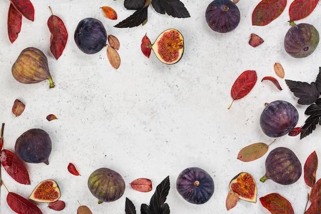 Figues fraîches entières et coupées