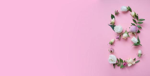 Figure 8 composée de différentes fleurs rose