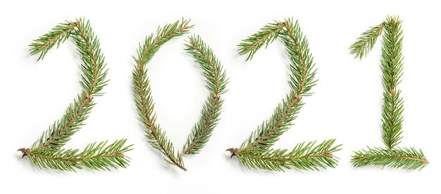 Figures 2021 réalisées à partir de branches d'arbres. le symbole de la nouvelle année.