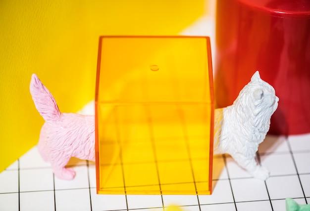 Figures de chat miniature colorées et lumineuses