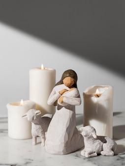 Figurine féminine du jour de l'épiphanie avec bébé et mouton